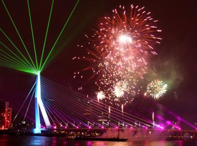 Rotterdam Erasmusbrug Waaierpatroon Laserstralen Laser Lasershow