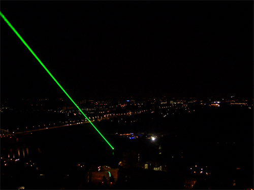 Laserstraal vanaf kerktoren in Arnhem