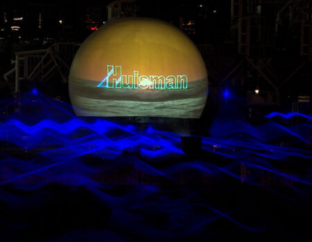 Huisman Equipment Schiedam Flyboard Nightshow Laser Multimedia Show Lasereffecten Projectiebol Geel