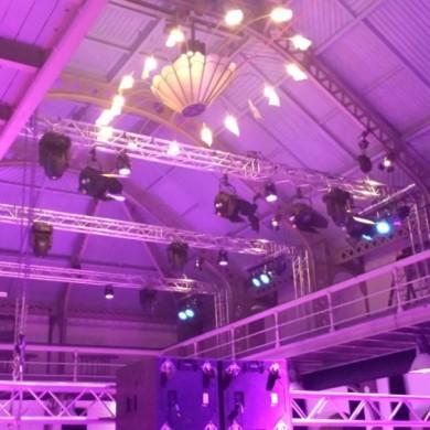 Uitlichten gebouw plafond