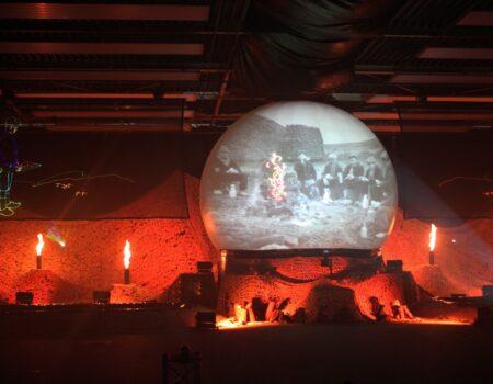 Zuidlaren Zandsculpturen Multimediashow Projectiescherm Projectiebol Projectie Rood