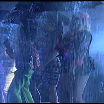Dansen onder waterscherm