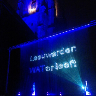 Waterscherm, waterfontein, laserprojectie op waterscherm, water leeft