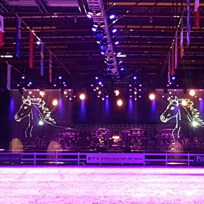 Laserprojectie - waterscherm - waterschermen- vallend water -Friesain proms - paardenshow