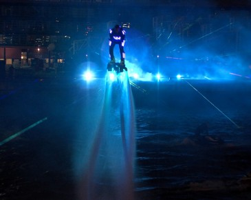 Huisman Equipment Schiedam Flyboard Nightshow Laser Blauw Lasershow Multimediashow