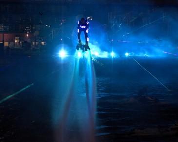 Huisman Equipment Schiedam Flyboard Nightshow Laser Blauw Lasershow Multimediashow