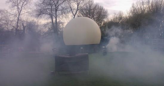 lasershow,Rook voorziening bij lasershow, opstelling met projectiebol