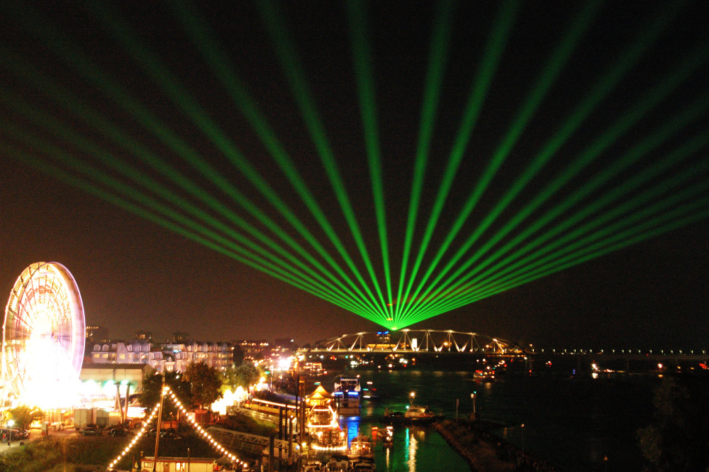 Nijmegen Vier Daagse Waaierpatroon Laserstralen Laser Lasershow