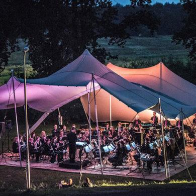 Orkest bij ode aan de AA