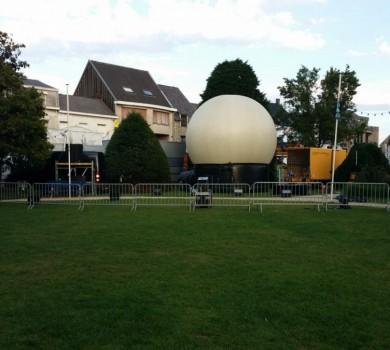 België buiten lasershow Aartselaar met projectiebol