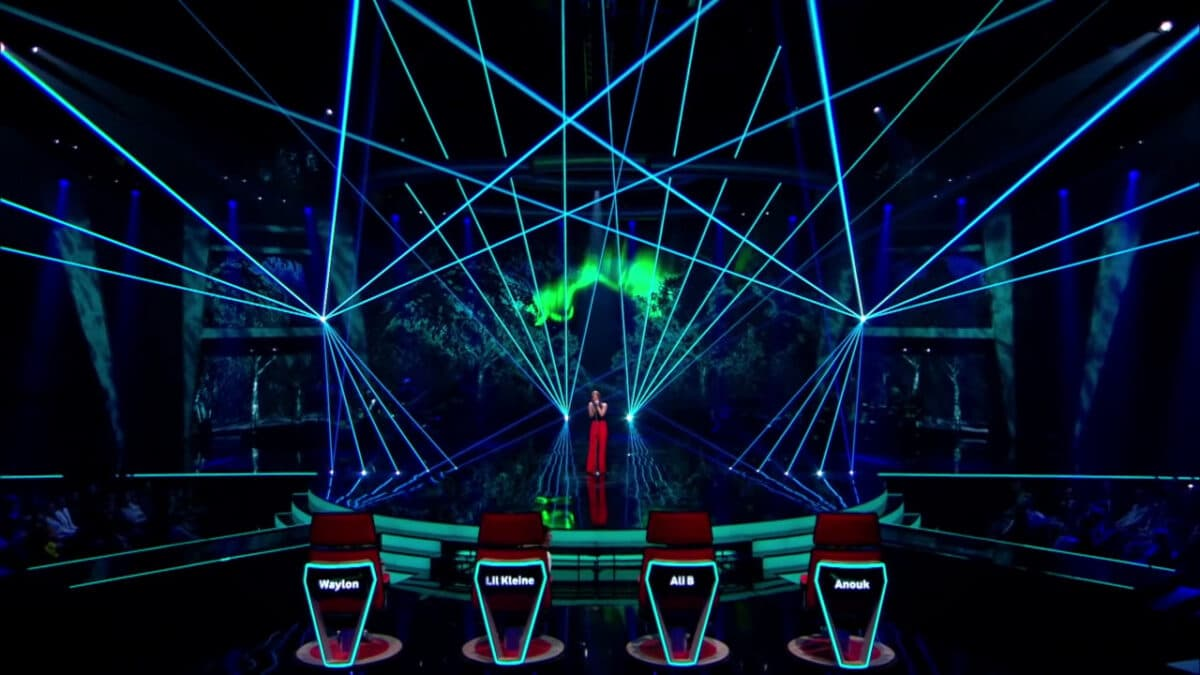 The Voice of Holland - lasershow - Mikki van Wijk - Omarm me (9)