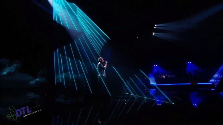 The Voice of Holland - lasershow - Menno Aben zingt Make it rain