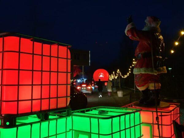 PeakIT-uitreiking-kerstpaketten-drivethru-buitenshow-projectiebol-ledtanks (1)