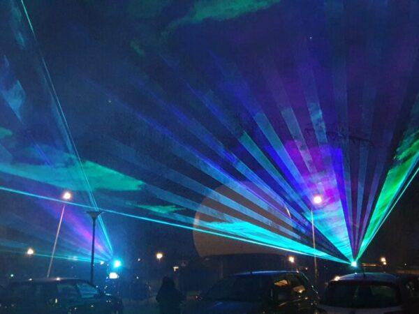 Zinn-dtlllaser-lasershow-buiten-bejaardenhuis (2)