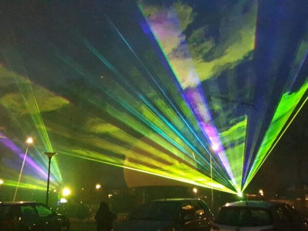 Zinn-dtlllaser-lasershow-buiten-bejaardenhuis (5)